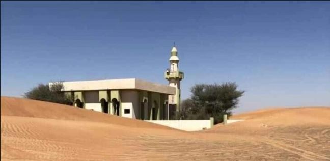 """هل تسكنها الأشباح؟.. قرية قرب دبي """"ابتلعتها"""" رمال الصحراء واختفى سكانها"""