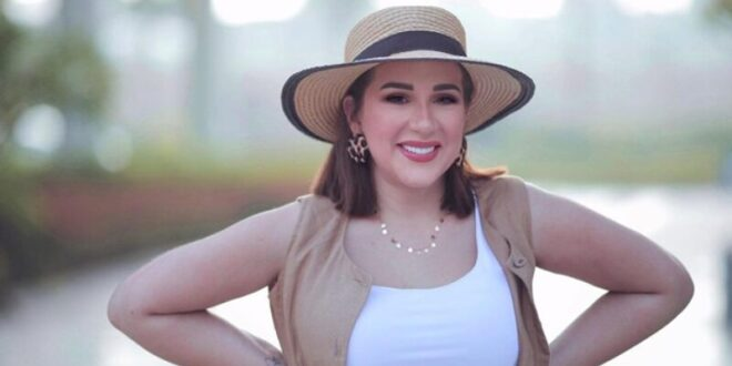 ابنة فنان مشهور تثير الجدل في مصر بصورها الجريئة