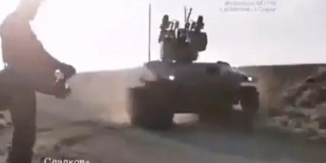 ظهور مدرعة روسية جديدة الى جانب قوات الجيش السوري
