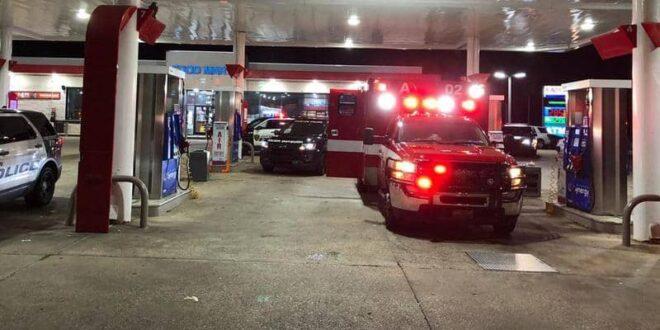 """مسلح يسرق سيارة إسعاف ويكتشف """"مفاجأة"""" بداخلها"""