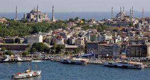 تركيا تطرد فلسطيني يحمل الجنسية الإسرائيلية مسح أنفه بعملتها الوطنية.. شاهد!