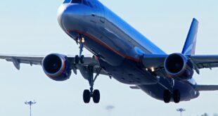 روسي يفتح باب الطوارئ في الطائرة بسبب الحر