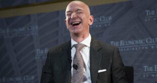 أغنى رجل في العالم يستقيل من منصبه بعد 27 عاما من الثورة والثروة