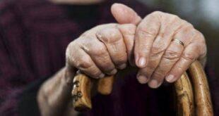 مسنة تضرب زوجها العجوز بالعكاز وتقتله