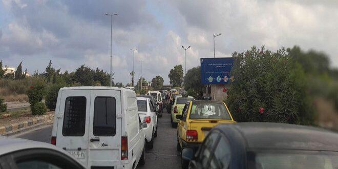 سائقون يطالبون بتوفير «بنزين السفر» في محطات الطريق إلى الساحل