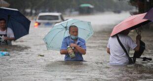 """وضع """"خطير جدا"""" فيضانات هائلة تكتسح وسط الصين"""