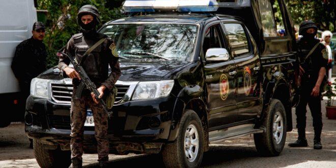 مصر.. سيارة تدهس قوة شرطة كاملة