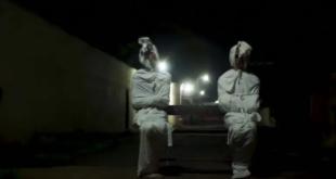 فيديو مخيف.. دولة تستعين بأشباح موتى كورونا للوقاية من الفيروس