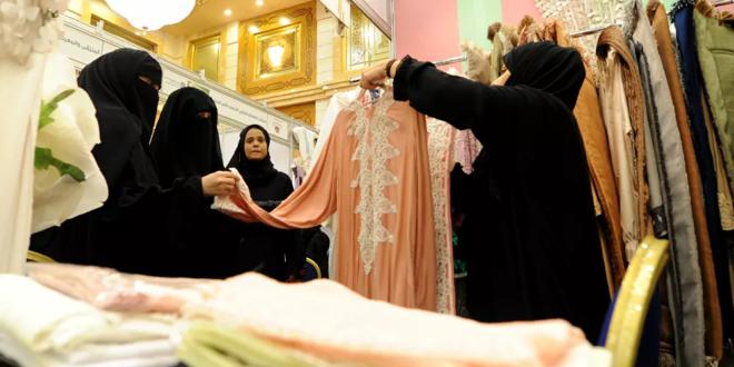 السعودية تسمح رسميا بفتح المتاجر خلال أوقات الصلاة
