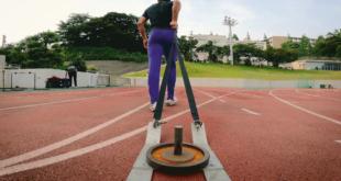 لماذا يركض أسرع رجل في اليابان وهو مربوط في عجلات؟