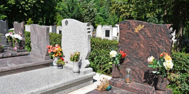 لماذا نضع الورود على القبور