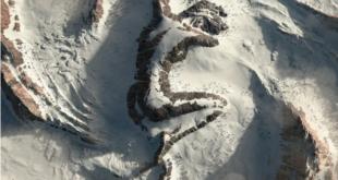 """""""السيدة النائمة"""" تأسر القلوب على قمة جبال الاسكا.. وسر مخفي يكشف مُؤخرًا!"""