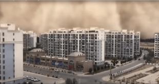 بالفيديو.. جدار رملي عملاق يبتلع مدينة في الصين