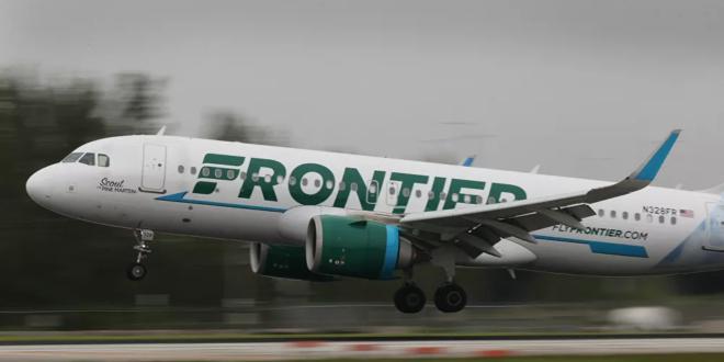 مضيفة طيران تتدخل لإنهاء عراك على متن طائرة ركاب