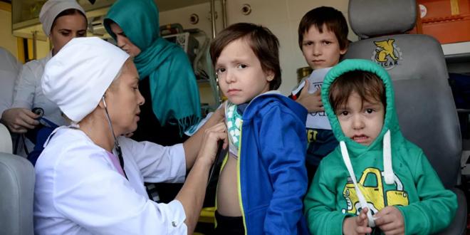 أطباء روس يقدمون الرعاية الطبية للاجئي