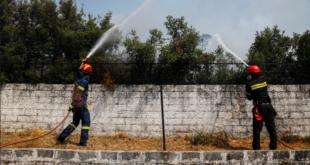 حرائق هائلة تهدِّد قرى يونانية بتحويلها إلى رماد