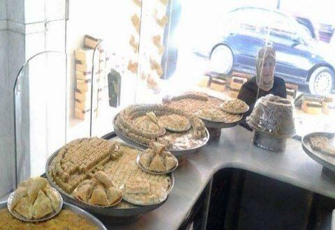 شراء الحلويات في العيد