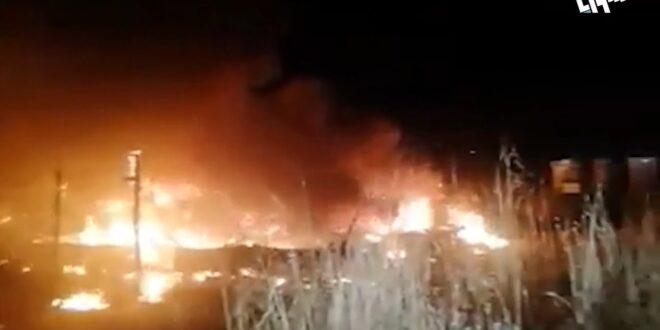 لبنانيون يحرقون مخيّمين للاجئين سوريين شمالي لبنان
