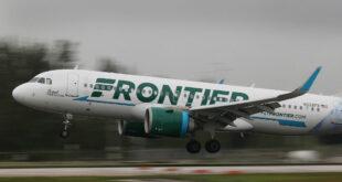 ربط شاب بمقعد الطائرة إثر اعتدائه على المسافرين... فيديو