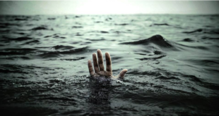 تعلَّق بالقارب 13 ساعة…. أحد الناجين يروي تفاصيل غرق قارب لمهاجرين سوريين