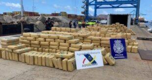 إسبانيا تضبط عشرات الأطنان من المواد المخدرة على متن سفينةٍ يقودها سوريون