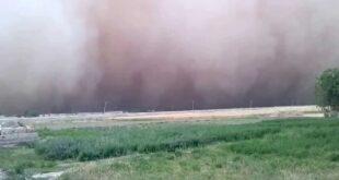 عاصفة غبارية تتسبب بوفاة رجل مسن وعشرات