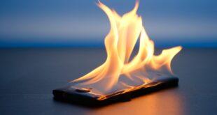 الهواتف تنفجر: لماذا يحدث الأمر، وكيف تمنعه؟
