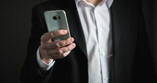 بوتين يكشف عن سر بشأن الهاتف المحمول... فيديو