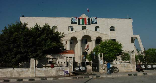"""مواطن يفجر """"قنبلة"""" بمحاميه على مدخل عدلية طرطوس"""