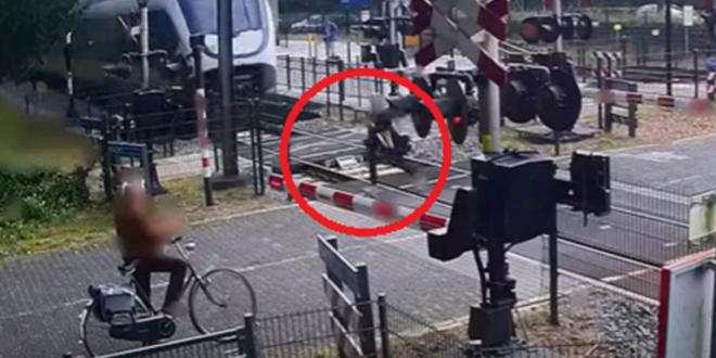 بالفيديو.. فتاة تنجو بأعجوبة من حادث دهس قطار سريع