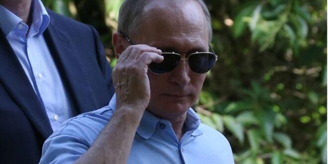 طالب روسي يصحح لبوتين معلومة تاريخية