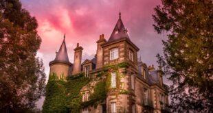 رجل وزوجته يشتريان قصراً قديماً ويعثران على كنز بداخله-بالصورة
