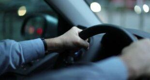 أسباب انحراف السيارة عند رفع يديك عن المقود