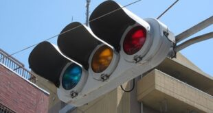 لماذا يستخدم اليابانيون اللون الأزرق بدلا من الأخضر في إشارات المرور