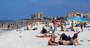 مشاجرة بالمايوهات على شواطئ أستراليا .. وتصفيق حار من المتواجدين ..صور