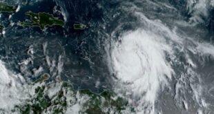 """شاهد.. إعصار إيدا """"يدفن"""" السيارات بالوحل في محطة وقود بنيو أورلينز"""
