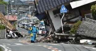 """مذيع يقرأ النشرة """"بدم بارد"""" خلال زلزال عنيف يهز الاستديو بمن فيه... فيديو"""