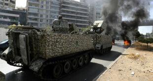 فيديو يثير ضجة في لبنان.. عنصر من الجيش يقنص أحد المتظاهرين في الطبونة!