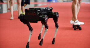 """تعديل """"روبوت"""" الكلاب الآلية ليحمل بندقية هجومية.. البنتاغون يدخل تكنولوجيا """"مخيفة"""" للحروب"""