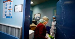 الصحة تحذر من ذروة الوباء وتؤكد أن المشافي امتلأت بالمرضى