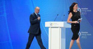 بوتين يمازح مذيعة أمريكية بخصوص البرد الروسي