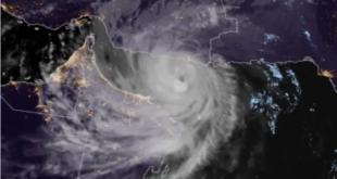 بالفيديو.. إعصار يضرب هونغ كونغ ويسقط سقالات مرتفعة