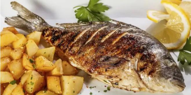 الخطأ الفادح الذي ترتكبونه عند أكل السمك