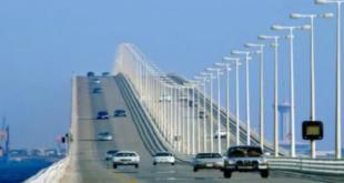 شاهد.. جسر ينهار وينقسم إلى نصفين في الإكوادور