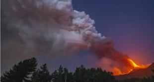 شاهد.. لحظة انفجار أحد أكبر البراكين في العالم